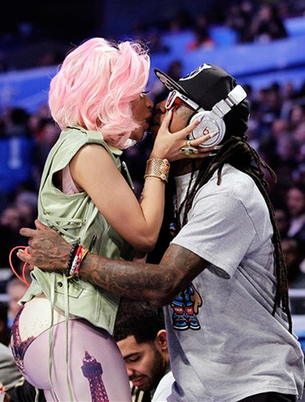 nicki-minaj-and-lil-wayne-kiss-2012