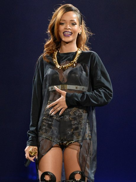 rihanna-live-at-the-staples-center-los-angeles-april-2013-1365498978-view-1