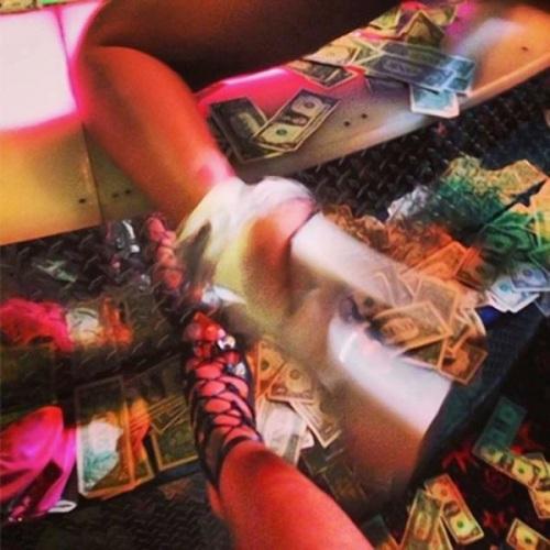 Rihanna-strip-club
