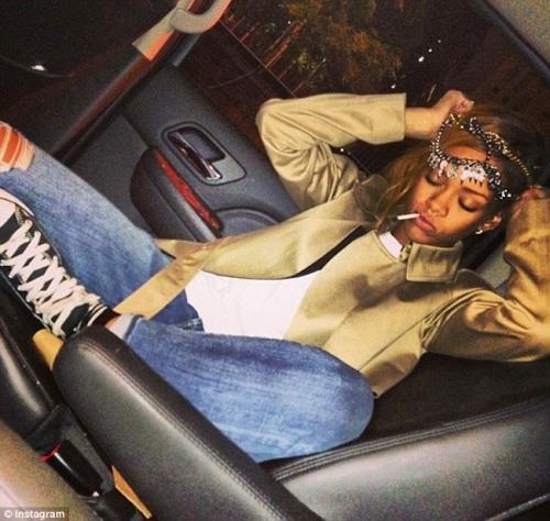 Rihanna-05122013