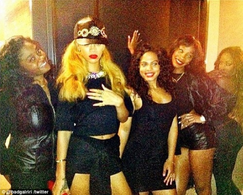 Rihanna-and-her-girls-NYC