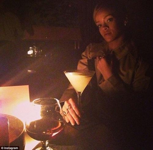 Rihanna-driking-martini