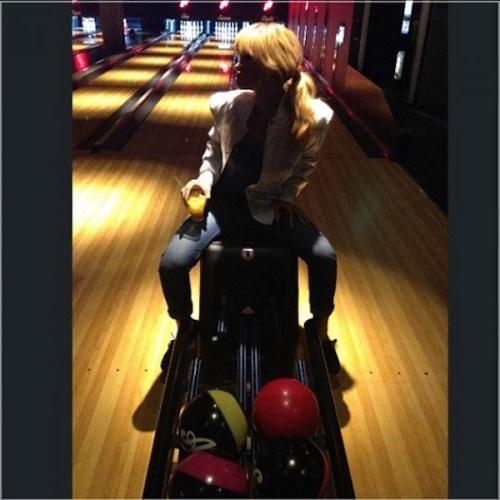 Rihanna-bowling-alley