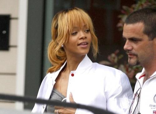 Rihanna-in-Manchester-city-1