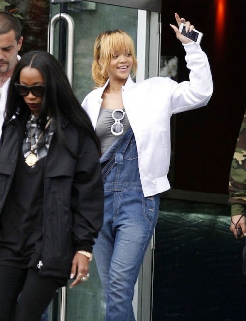 Rihanna-in-Manchester-city-5