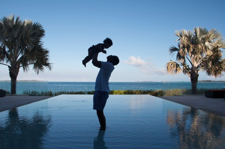 Jay-Z-blue-Ivy-candid-photo