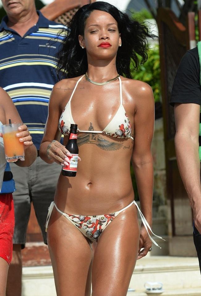Last weekend Rihanna h... Nicki Minaj Faces 2013