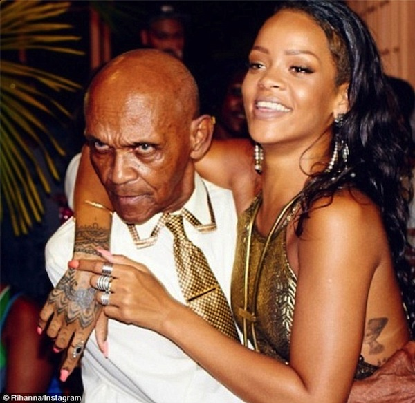 Rihanna-grandfather-birthday-bash-1