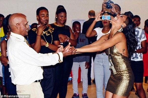 Rihanna-grandfather-birthday-bash-4