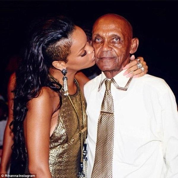 Rihanna-grandfather-birthday-bash