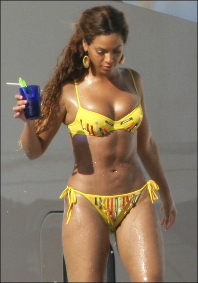 beyonce-knowles-bikini-yellow-pictures