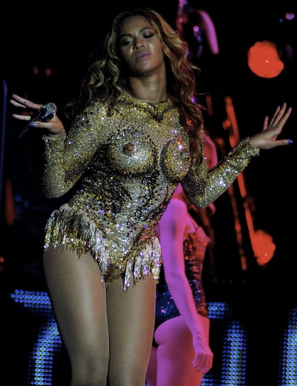 beyonce-mrs-carter-tour-show_0