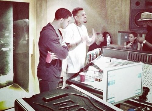 Chris-Brown-drake-in-studio